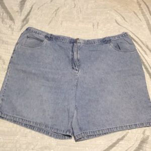 CJ Banks Jean shorts new without tag!